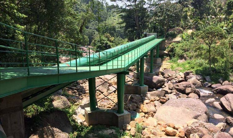 Building a Bridge across Moragaha Oya River